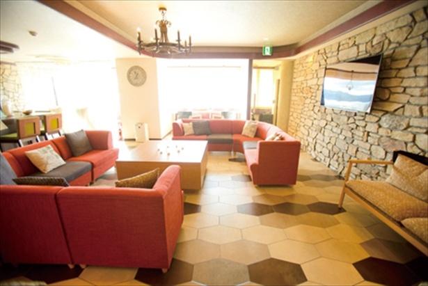 「ソラフネ」では、無料で楽しめるコーヒーなどを飲みながら、のんびりと過ごせる。15:00〜22:00、7:00〜10:00