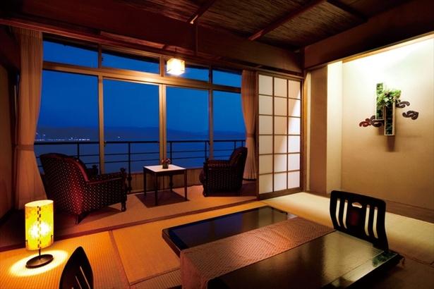スタンダードな客室のほか、露天風呂付き客室などもあり
