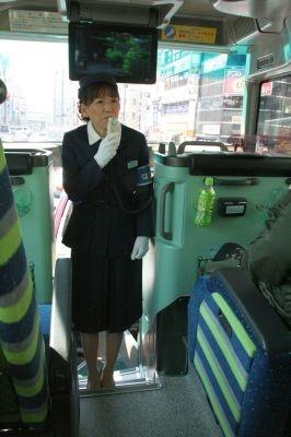 バスで美声を披露した佐藤さん!27年ぶりに復帰して昭和歌謡を歌う