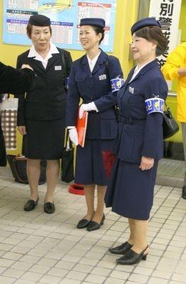 当時の制服で参加したOGのバスガイドさん