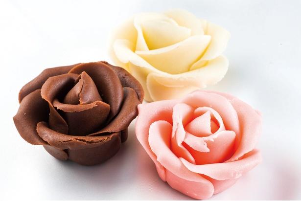 「Yokohama Chocolate factory&museum」のリアルなバラ形チョコレート「アーティスティック・ローズ」(各540円)