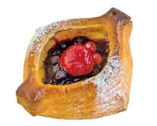 「生クリーム入りカラメルりんご」(205円)。サクサク食感のデニッシュの中には自家製カラメルソースとリンゴ、生クリームが入る/焼きたてパンの店 アプリコット