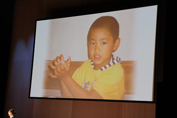 マルコメくんオーディションに応募した小林 悠選手の子供時代の写真がスクリーンに映し出されると会場が沸いた