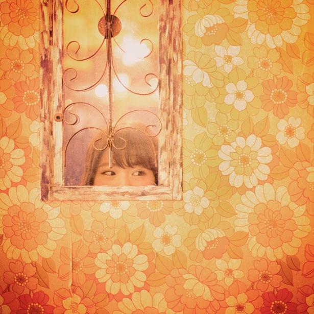 壁紙や窓枠もどこか懐かしい、レトロな雰囲気
