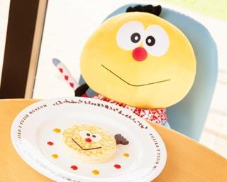 「コロ助ミルクレープ」(1,000円)。特製クレープとしっとりクリームがマッチ。プレートのキャラクターのシルエットとともに写真に収めて