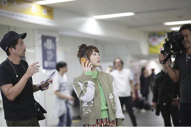 花澤香菜がドラマ「名古屋行き最終列車2018」に出演することが決まり、見どころなどを語ってくれた