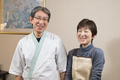 現主人の中村貢さんと妻の喜美代さん。「多分4代目」と話す