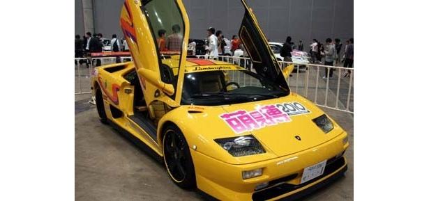 ランボルギーニが痛車に…!屋内最大級となる痛車の祭典「萌え博2010 in 幕張メッセ」が3月21日、千葉県「幕張メッセ」で開催。痛チャリや痛単車も登場