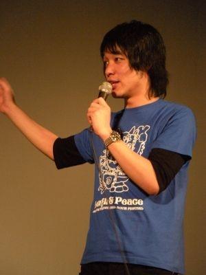 【写真】舞台上でエエ声を響かせる川島