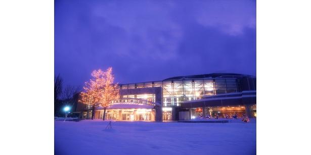 ホール全体が光の装飾でクリスマスムードになる「札幌コンサートホールkitara」