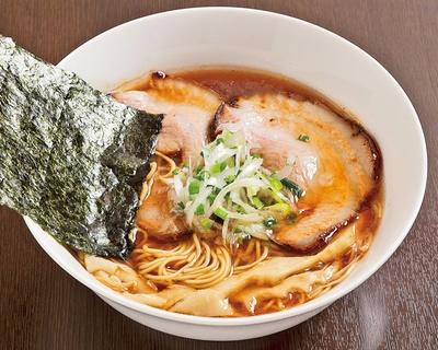【写真を見る】「麺屋KAZU-G」(静岡県浜松市)の「丸鶏中華そば」(680円)