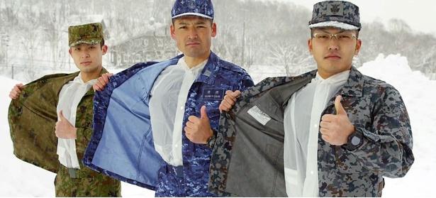 服の下にビニールカッパを着こんで寒さ対策