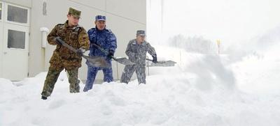 【写真を見る】自衛隊流の雪かきの作法