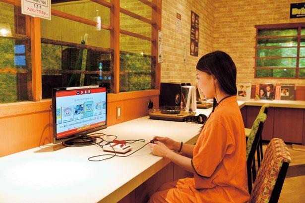【写真を見る】懐かしいファミコンで遊べたり、PCの無料貸出も/堺浜楽天温泉 祥福