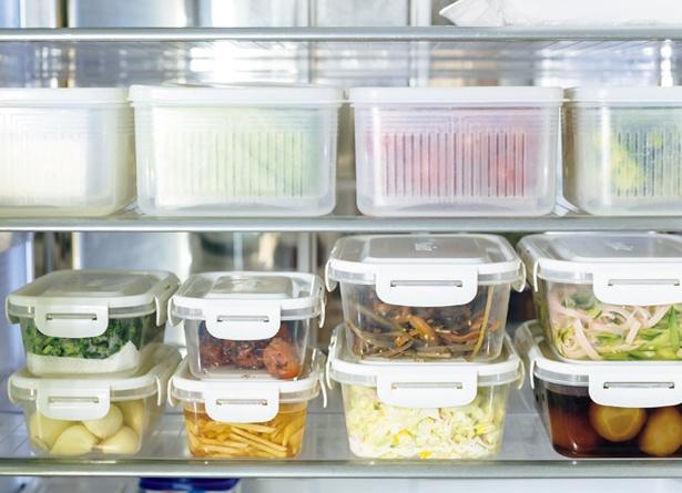 【写真を見る】野菜と副菜は保存容器で見やすく管理