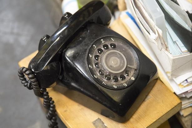 今も現役で使用している黒電話。客から「これをずっと使ってください」と声をかけられることがあるという