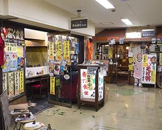 駅に隣接した宇治山田ショッピングセンター内にある「まんぷく食堂」。外からの入口も設けられている
