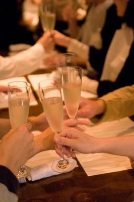 クラヤミ食堂の乾杯シーン