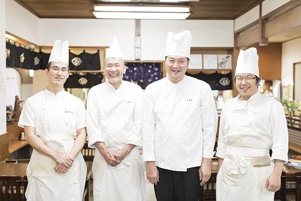 尾関さん(右から2番目)を囲む従業員の面々。アットホームさが伝わってくる