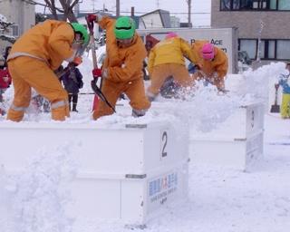 冬の重労働をエンタメに!チーム一丸となって雪を跳ね飛ばせ