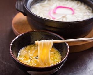 「地獄炊き」(650円)。土鍋のなかで麺が踊る五島列島の郷土料理