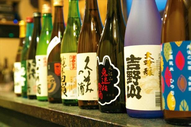 地元をはじめ、オーナーが日本各地から厳選した地酒がズラリ