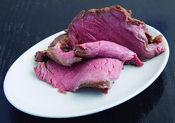 葉山牛のローストビーフは牛の濃厚な旨味が凝縮