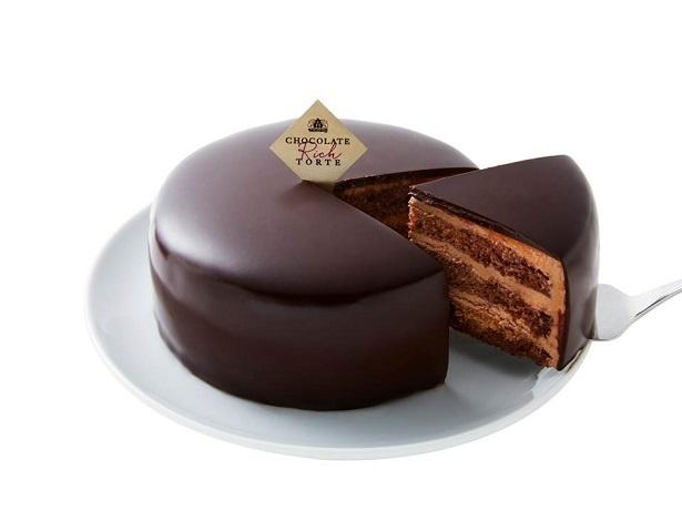 ふわふわ、サクサク食感が楽しめる「チョコレートリッチトルテ」(1620円)