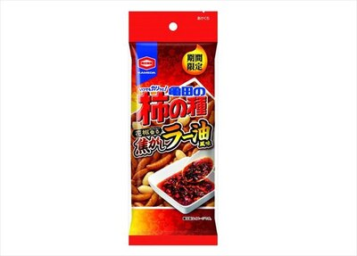 【写真を見る】手軽に食べきれる「50g 亀田の柿の種焦がしラー油風味」も登場