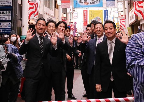 出演者全員がそろって「二月花形歌舞伎」公演の成功を願って、お練りを開催