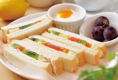 「フルーツサンド」(880円・ドリンクセット150円引き)/fruit cafe Saita! Saita!
