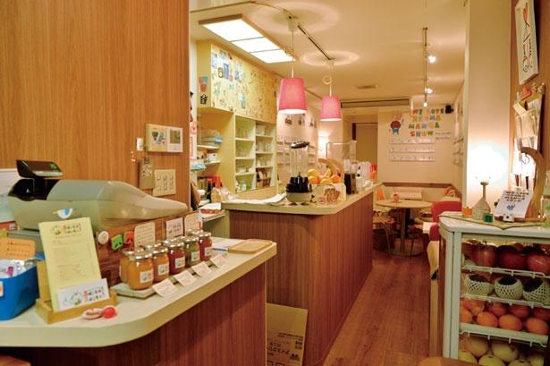レジ横で旬のフルーツを使った自家製ジャムを販売/fruit cafe Saita! Saita!