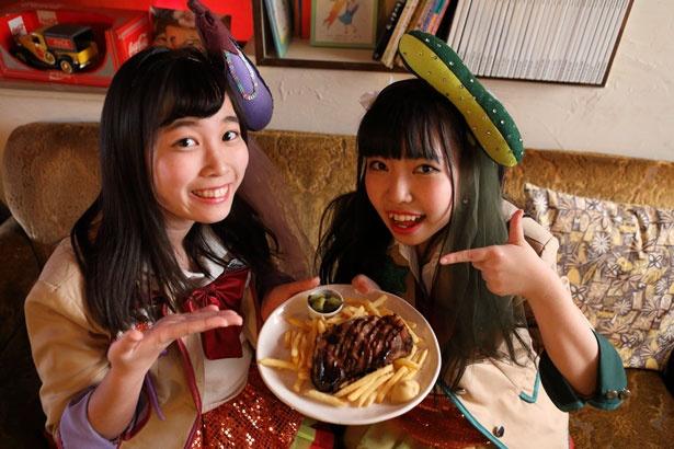 「このステーキものすごく大きい!」