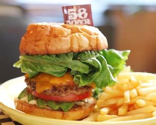 「ハンバーガーは曲作りと同じ」バンズも手作りのバーガーがさらに進化!京都「58DINER」