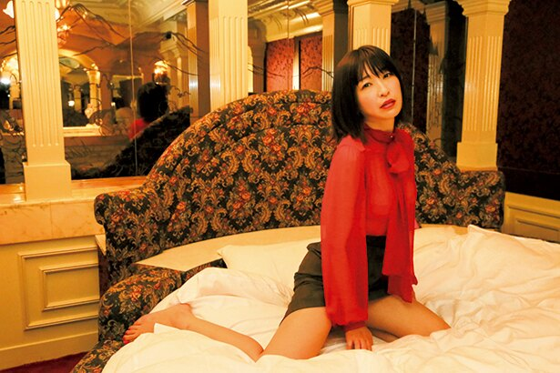 小野真弓写真集『赤い花』 小野真弓(著)/野村恵子(著・撮影) 講談社