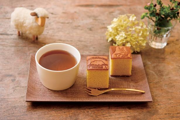 羊のカスティーリャ2個にほうじ茶が付いた「Aセット」(648円)/DE CARNERO CASTE