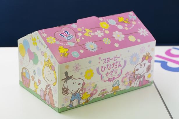 オリジナルボックスの側面にはサリーが。スヌーピーとベル、ウッドストックはサーティワンアイスクリームのスプーンを持っている!