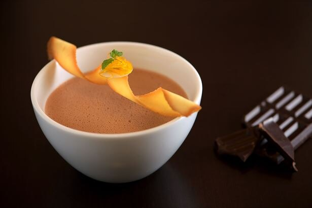 香り高いダークチョコレートにオレンジの酸味を合わせたホットチョコレート「ショコラオランジュ」