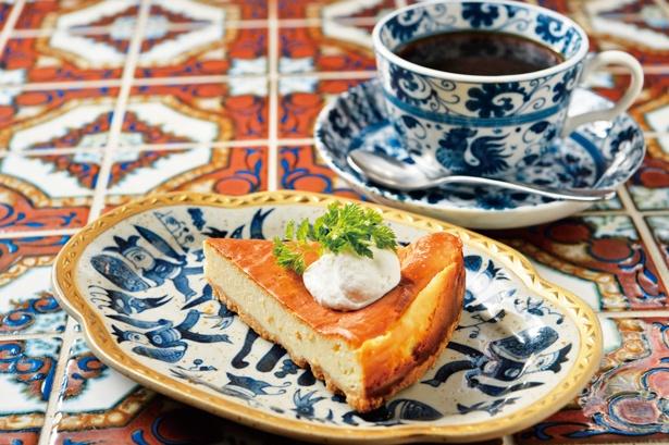 【写真を見る】定番の「ベイクドチーズケーキ」(450円)/カフェみもざ