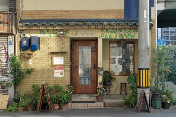外壁に描かれたミモザの絵が目印/カフェみもざ