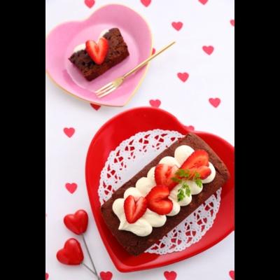 バレンタインの王道、ガトーショコラがかわいくなって登場!「ハートいちごのチョコケーキ」(1500円)