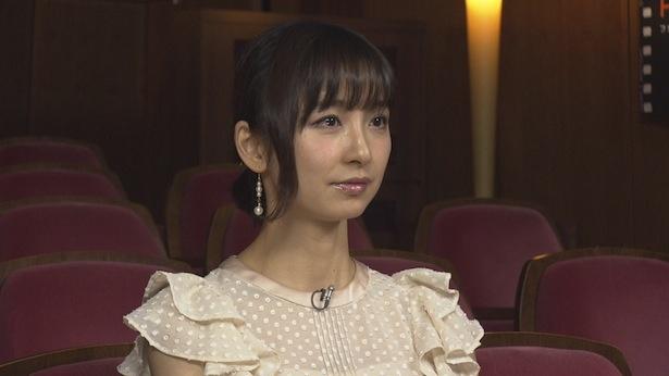 【写真を見る】思わず涙も…篠田麻里子は、今回初めて祖母の半生を知ったという