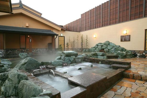 「強波湯」のジェット水流でマッサージを体験/天然温泉湯快のゆ 寝屋川店