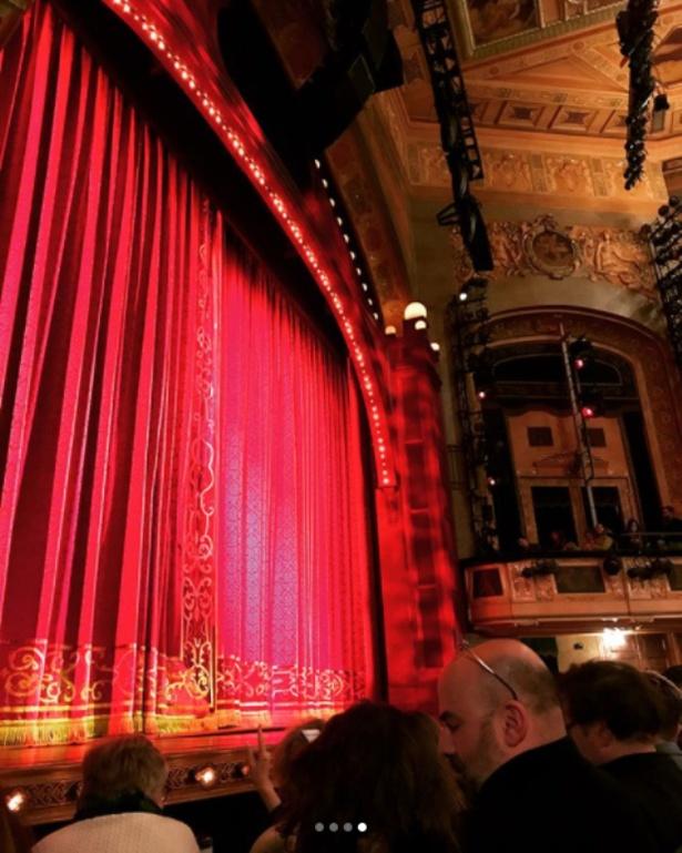 「観客を幸せにしてくれる素敵な舞台」と感激