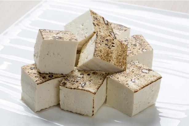【写真】豆腐はごま油でカリッと焼きあげると違った風味が楽しめます