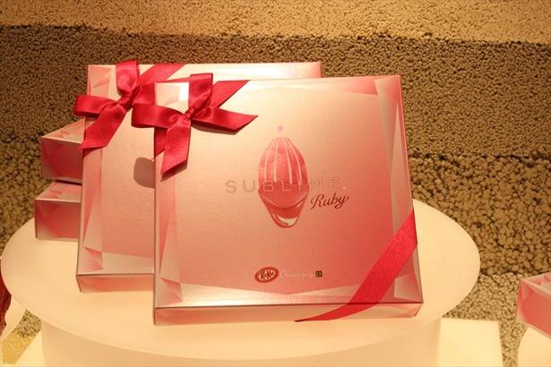 2月1日(木)より提供が開始された「キットカット ショコラトリー サブリム バレンタインアソート 」(5本入り/税抜1800円)
