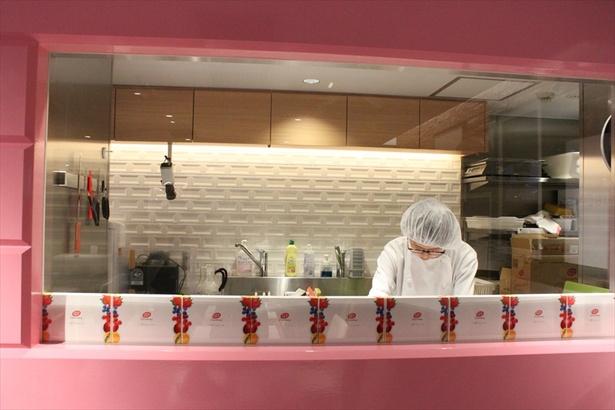 同フロアで調理されているため店内にはチョコレートの甘い香りが漂う