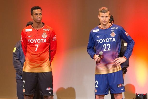 今年からチームに加入した、ジョー選手(左)とランゲラック選手(右)