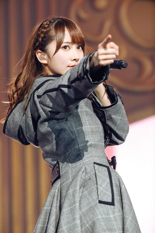 洋服が素敵な加藤史帆さん