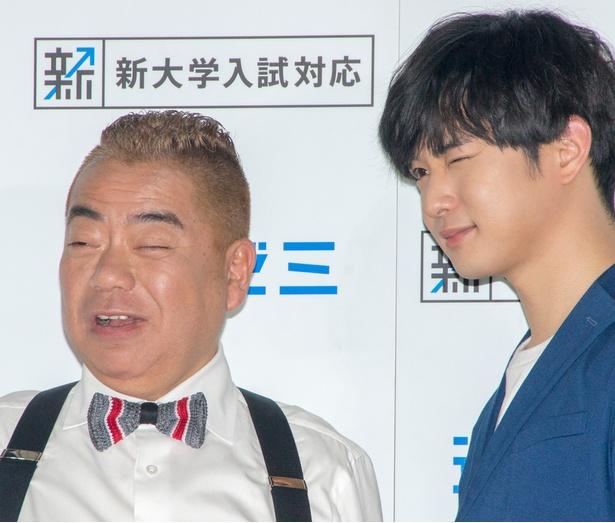 【写真を見る】ウインクが成功した千葉雄大と失敗した出川哲朗